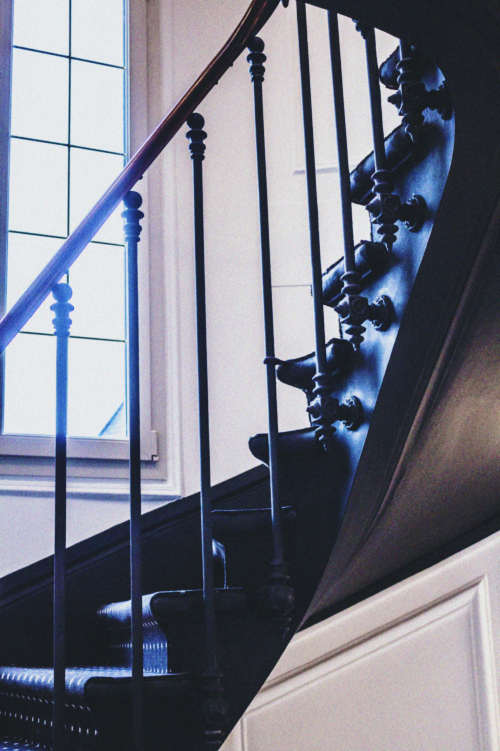 monhotel_paris_staircase